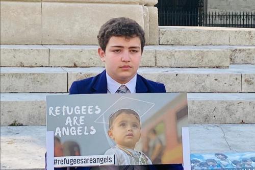 Abdullah Najjar, de 13 anos, um estudante secundário de uma família de refugiados sírios, lançou uma campanha diária de arrecadação de fundos fora das Casas do Parlamento durante o Ramadã para ajudar para crianças refugiadas e inspirar os 'grandes' no governo a agir para acabar com o crise de refugiados.