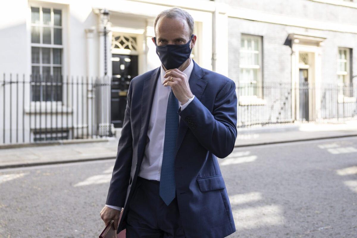 Secretário de Relações Exteriores do Reino Unido Dominic Raab, após reunião semanal do gabinete britânico, em Londres, 27 de abril de 2021 [Kitwood/Getty Images]