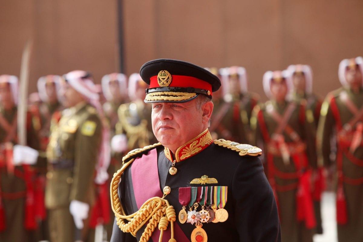 O rei Abdullah II, da Jordânia, participa da abertura oficial do Parlamento, em 7 de novembro de 2016, em Amã, Jordânia. [Jordan Pix/Getty Images]