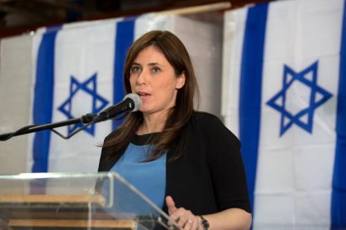 Embaixadora de Israel no Reino Unido, Tzipi Hotovely, na Cisjordânia em 3 de novembro de 2015 [MENAHEM KAHANA/AFP/Getty Images]