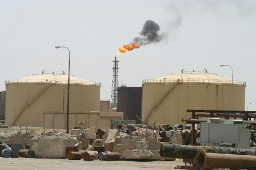 Uma visão geral da refinaria de petróleo de Shuaiba perto da cidade portuária de Basra, no sul do Iraque ,17 de junho de 2003 [AHMAD AL-RUBAYE/AFP via Getty Images]