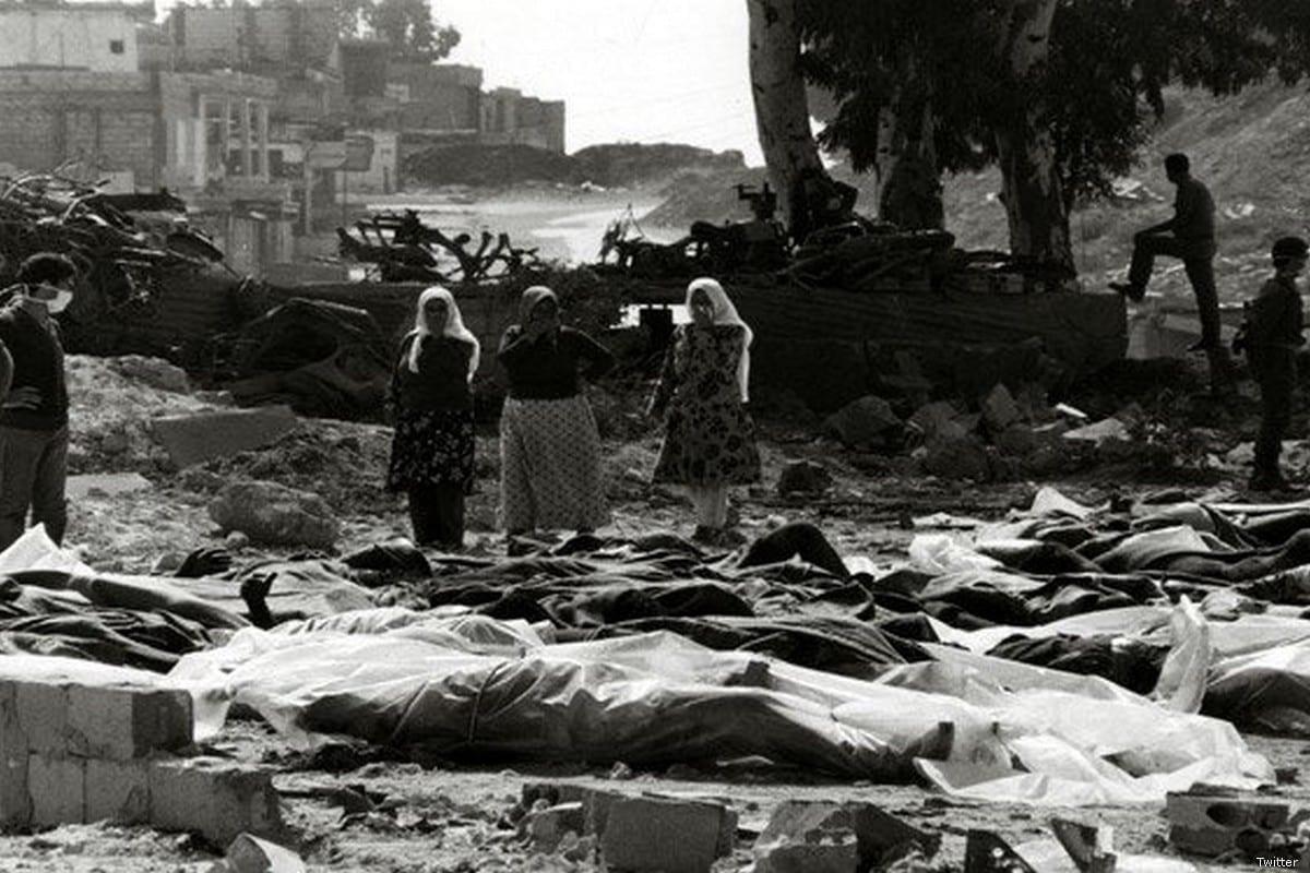 O massacre de Deir Yassin ocorreu em 9 de abril de 1948, quando cerca de 120 combatentes dos grupos paramilitares sionistas Irgun e Lehi atacaram Deir Yassin, uma aldeia árabe palestina de cerca de 600 pessoas perto de Jerusalém.
