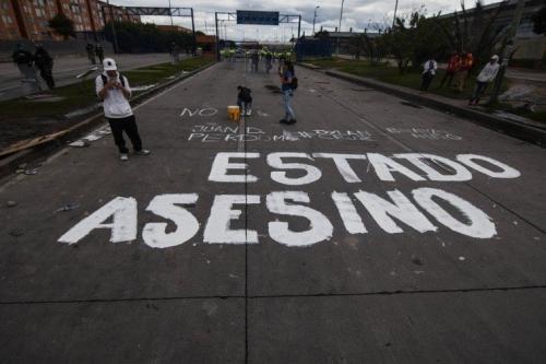 Inscrição feita por manifestantes denuncia as mortes causadas pela repressão [Colômbia Informa]