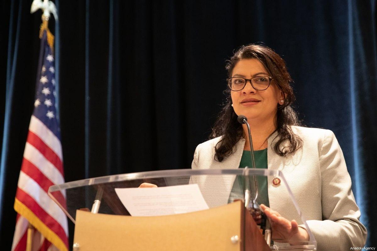 A congressista norte-americana Rashida Tlaib discursa em evento realizado pelo Conselho de Relações Americano-Islâmicas (CAIR) em Washington DC, Estados Unidos em 10 de janeiro de 2019 [Agência Safvan Allahverdi / Anadolu]