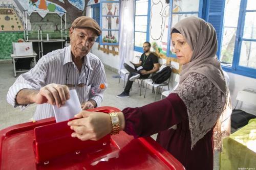 Tunisianos votam em durante as eleições parlamentares em Tunis, Tunísia em 6 de outubro de 2019 [ Agência Yassine Gaidi / Anadolu]