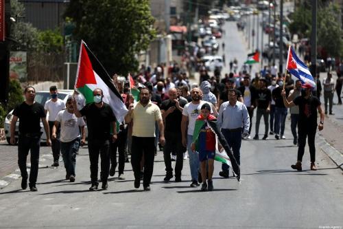 Palestinos se reúnem durante um protesto contra os ataques de Israel a Jerusalém e Gaza, em 14 de maio de 2021 em Belém, Cisjordânia [Agência Wisam Hashlamoun / Anadolu]