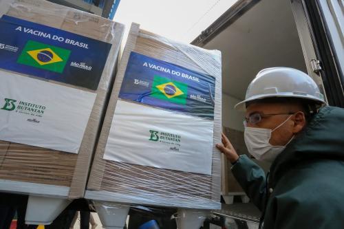 Instituto Butantan e Governo de São Paulo entregam um milhão de doses da CoronaVac para o Programa Nacional de Imunização, em São Paulo, 6 de maio de 2021 [Governo do Estado de São Paulo]