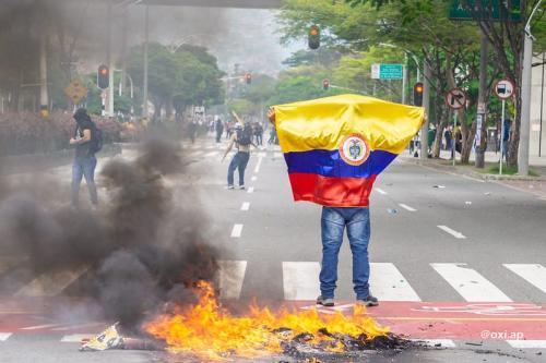Manifestação do Paro Nacional na Colômbia, em Medellín, 28 de abril de 2021 [Oxi.Ap/Flickr]