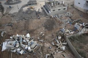 Israel atinge uma fábrica de gelo ao sul da cidade de Gaza [Mohammed Asad/Monitor do Oriente Médio]