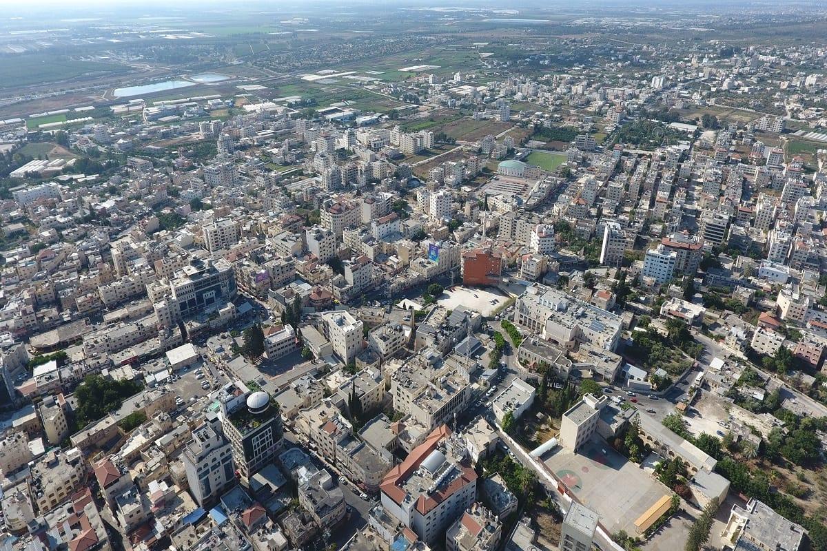 Vista aérea da cidade de Tulkarm, Cisjordânia, Palestina, 5 de agosto de 2020 [Wikimedia]