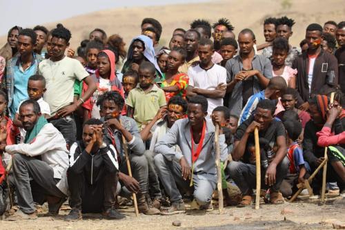 Refugiados etíopes se reúnem para comemorar o 46º aniversário da Frente de Libertação do Povo Tigray no campo de refugiados de Um Raquba em Gedaref, Sudão oriental, em 19 de fevereiro de 2021 [Hussein Ery/AFP via Getty Images]
