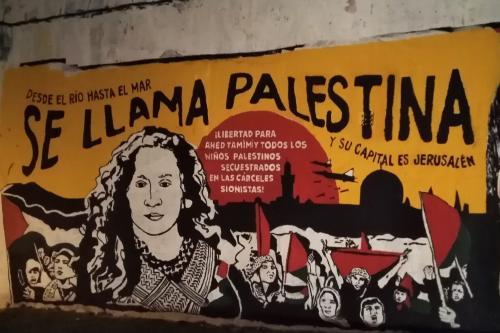 Mural em defesa da palestina criado coletivamente pelo Comitê Palestina Livre do Uruguai, em Montevidéu, em 19 de janeiro de 2018 [Comitê Palestina Livre/Uruguai]