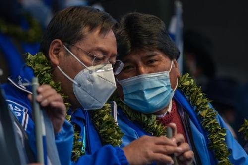 Presidente da Bolívia, Luis Arce, e o presidente do Movimento ao Socialismo e ex-presidente da Bolívia, Evo Morales, em cidade de La Paz, em 29 de março de 2021 [Ricardo Carvallo Terán/ ABI]