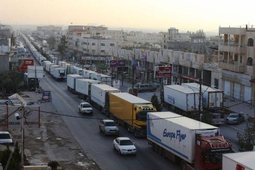 Centenas de motoristas de caminhão realizam um protesto em comboio na Jordânia, em 23 de fevereiro de 2017 [Salah Malkawi/Agência Anadolu]
