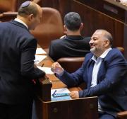Ao juntar-se ao governo israelense, Mansour Abbas divide a luta política palestina