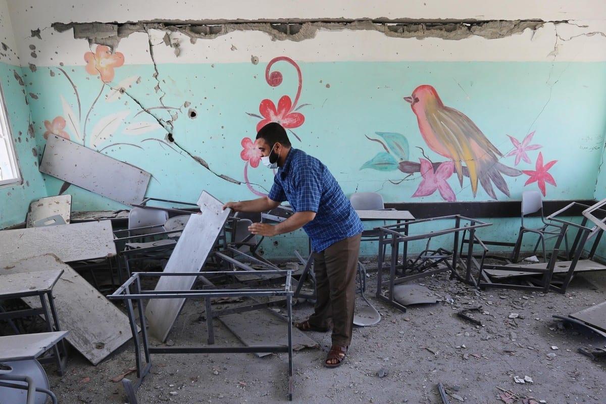 Uma vista de uma escola danificada após os ataques israelenses que começaram em 10 de maio e continuaram por 11 dias na Cidade de Gaza, Gaza, em 26 de maio de 2021 [Ashraf Amra/Agência Anadolu]