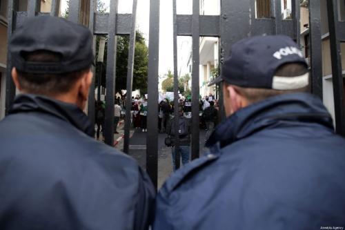 Polícia argelina em Argel, Argélia, em 26 de fevereiro de 2019 [Farouk Batiche / Agência Anadolu]