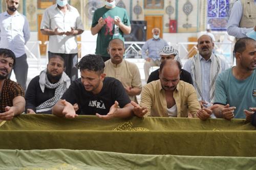 Cerimônia fúnebre das vítimas no Santuário Sagrado Imam Ali depois que 64 pessoas foram mortas, 50 pessoas ficaram feridas no incêndio que eclodiu no Hospital Al-Hussein na cidade de Nasiriya, na província de Dhi Qar, em Najaf, Iraque em 13 de julho de 2021. [Karar Essa - Agência Anadolu]