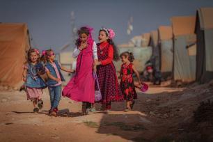 Crianças sírias são vistas em um acampamento durante o Eid al-Adha em Idlib, Síria, em 20 de julho de 2021. Foram forçadas a deixar suas casas