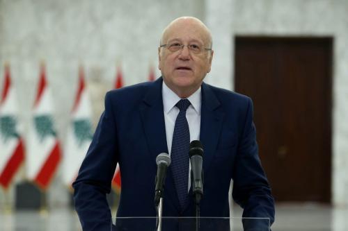 O ex-primeiro-ministro Najib Mikati fala à imprensa após sua reunião com o presidente do Líbano, Michel Aoun, no Palácio Baabda em Beirute, Líbano, em 26 de julho de 2021 [Presidência Libanesa/Agência Anadolu]