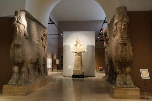 Esta foto mostra antiguidades assírias datadas de cerca de 3.000 a.C., exibidas no Museu Nacional do Iraque em Bagdá, em 28 de novembro de 2018 [Sabah Arar/AFP via Getty Images]