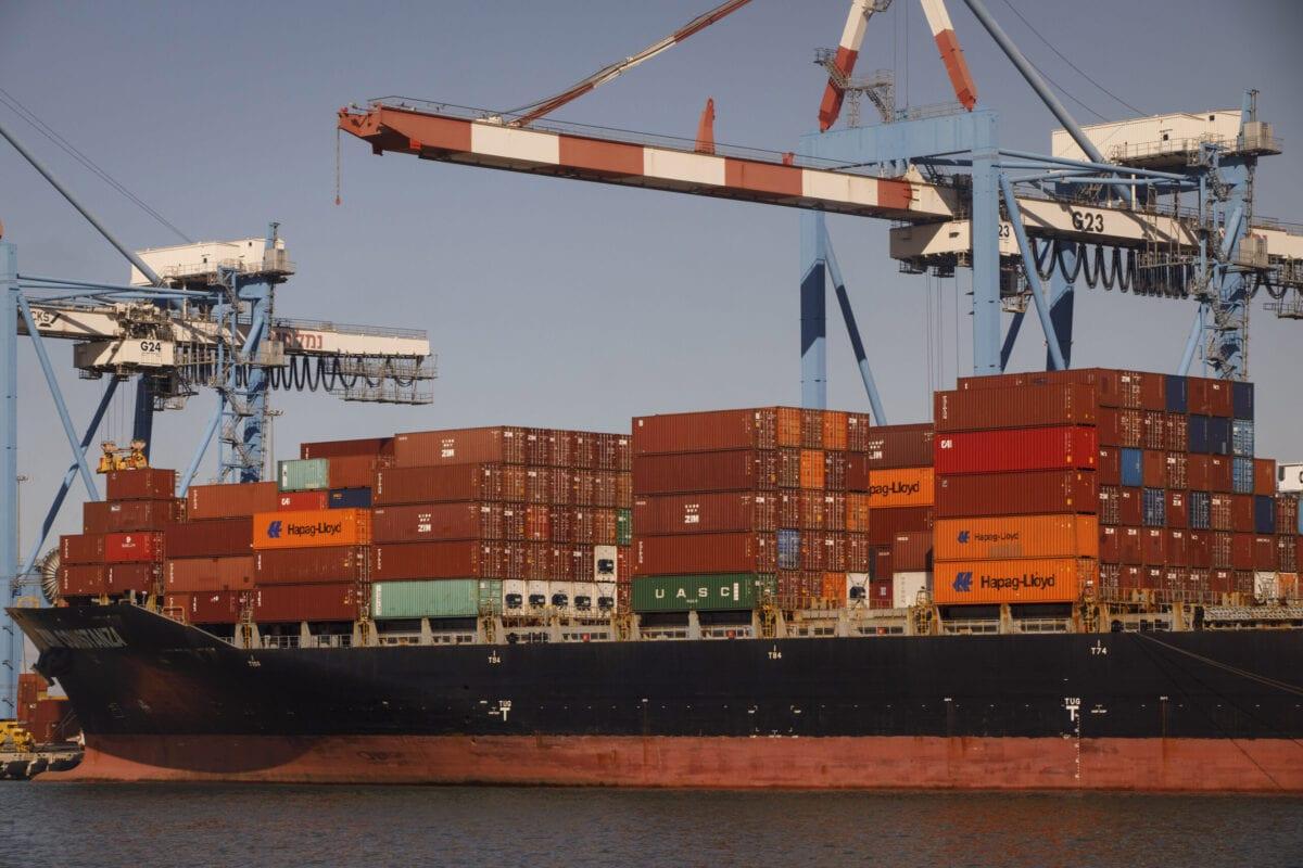 Navio de carga Zim Constanza, ancorado no porto israelense de Haifa, 5 de novembro de 2020 [Kobi Wolf/Bloomberg via Getty Images]