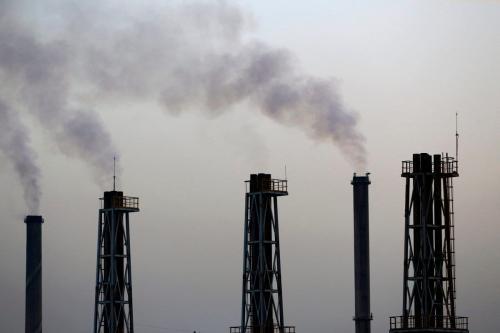 Usina de energia elétrica no Iraque, em 13 de setembro de 2017; cidadãos iraquianos denunciam má gestão e negligência financeira na infraestrutura energética, apesar de investimentos bilionários no desenvolvimento nacional [Ahmad al-Rubaye/AFP via Getty Images]