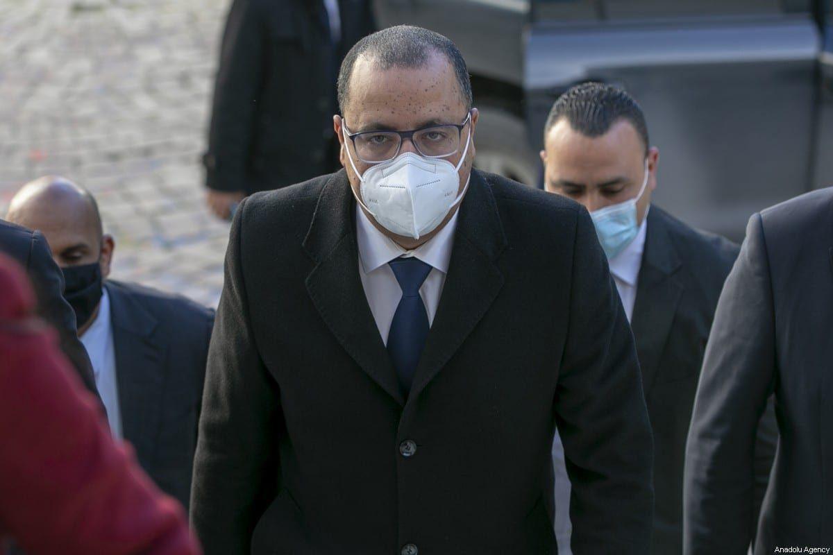 O primeiro-ministro tunisiano Hichem Michichi chega em votação sobre novo governo, na sede da Assembléia Tunisiana, na capital Tunis, Tunísia, em 26 de janeiro de 2021 [Yassine Gaidi - Agência Anadolu]