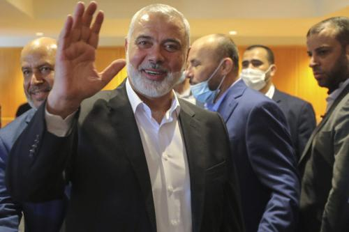 Ismail Haniyeh chega no Aeroporto Internacional Rafic Hariri, em Beirute, Líbano, 27 de junho de 2021 [Ali Allouch/Getty Images]