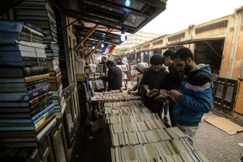 Histórico mercado de livros al-Azbakeya do Cairo, no centro do Cairo em 16 de janeiro de 2019 [Mohamed El-Shamed El Shaheid/ AFP via Getty Images]