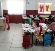 Enviado da União Europeia elogia sucesso da Turquia na educação de crianças refugiadas sírias