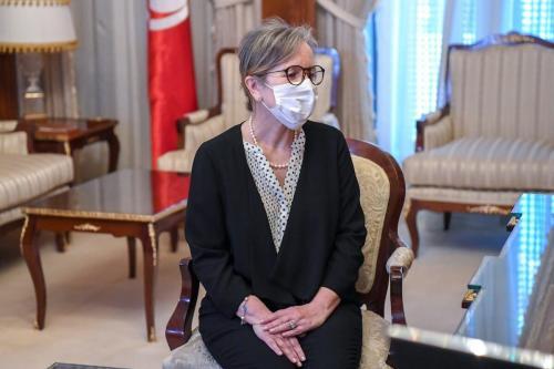 O presidente tunisiano, Kais Saied, recebe Najla Bouden, que foi designada para formar um novo governo, em Tunis, Tunísia, em 29 de setembro de 2021 [Presidência tunisiana/Agência Anadolu]