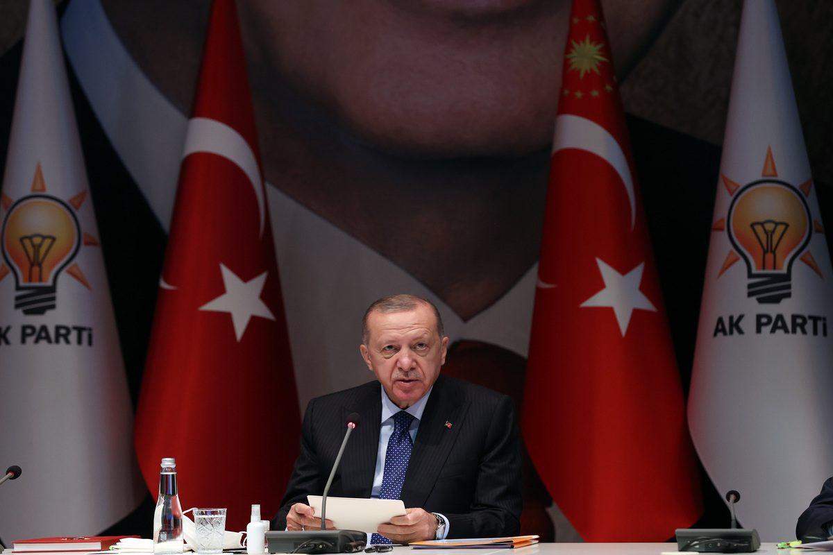Presidente turco e líder do Partido da Justiça e Desenvolvimento (AK) Recep Tayyip Erdogan preside a reunião do Conselho Executivo e de Decisão Central do Partido AK (MKYK) em Ancara, Turquia, em 5 de outubro de 2021. [Murat Kula - Agência Anadolu]