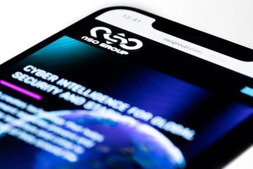 Smartphone visita site da empresa israelense NSO, que comercializa o spyware Pegasus, em Paris, 21 de julho de 2021 [JOEL SAGET/AFP via Getty Images]