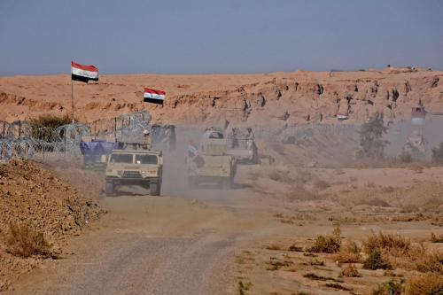 Forças iraquianas reúnem-se perto da passagem entre a Síria e Iraque, em 1 de Novembro de 2018 [MOADH AL-DULAIMI/AFP/Getty Images]