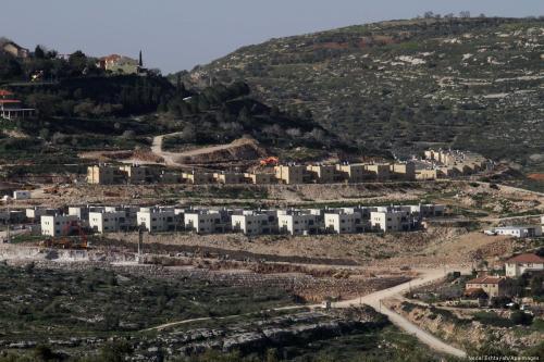 Assentamentos israelenses perto de Nablus, na Cisjordânia ocupada por Israel, em 10 de fevereiro de 2015 [Nedal Eshtayah/Apaimages]