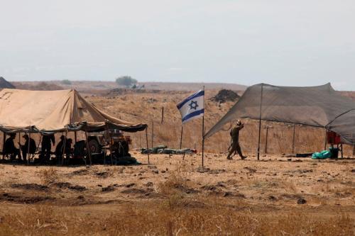 Soldados israelenses podem ser vistos nas Colinas de Golan anexadas a Israel, em 1º de setembro de 2020 [Jalaa Marey/AFP/Getty Images]