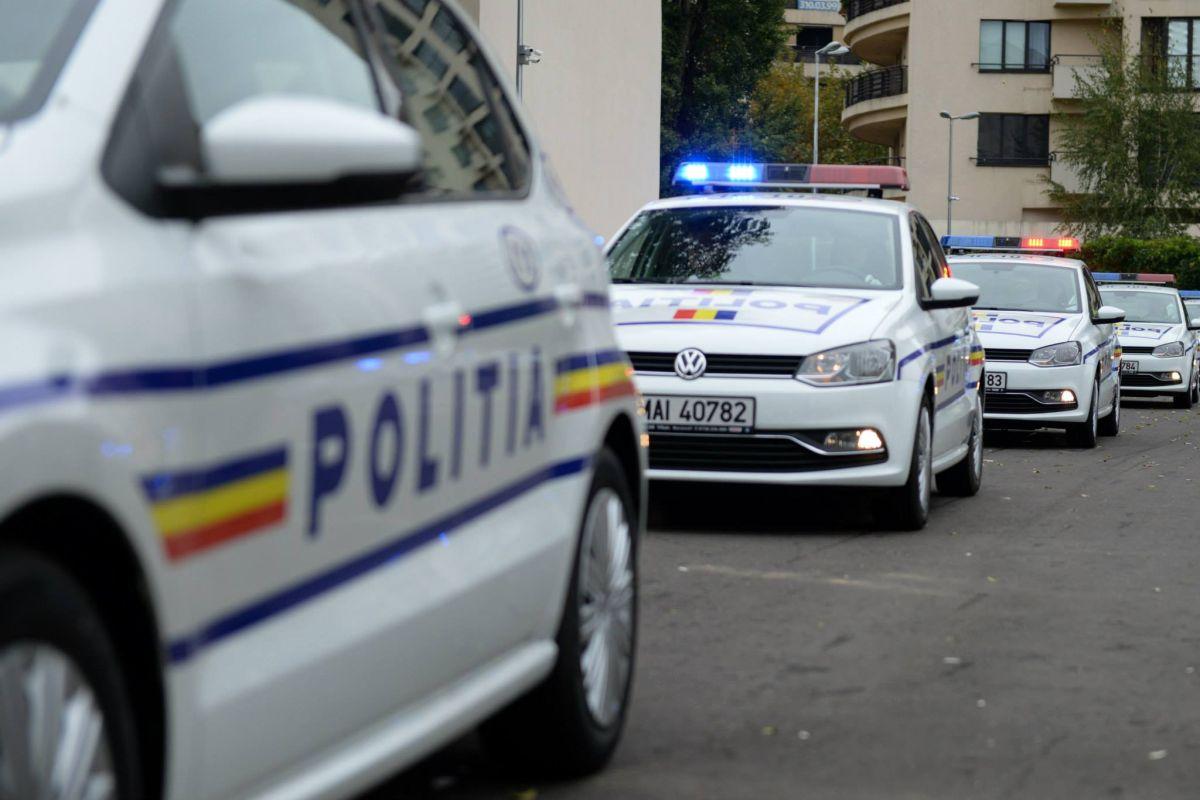 Coliziune frontală între două mașini la Vatra Dornei. Un rănit a fost dus la spital