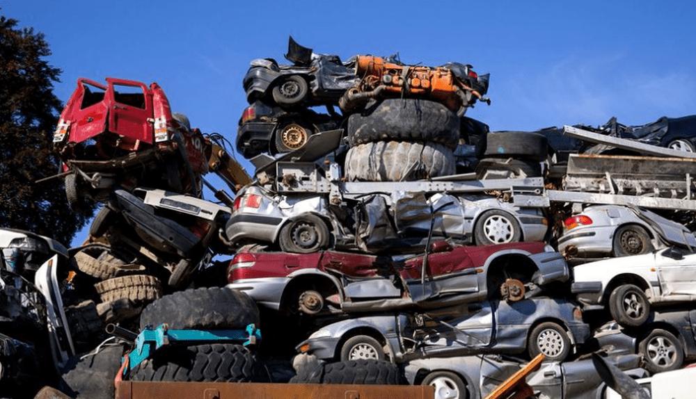 Un tânăr din Vatra Dornei și-a dus mașina la reparat, dar mecanicul a vândut-o la fier vechi
