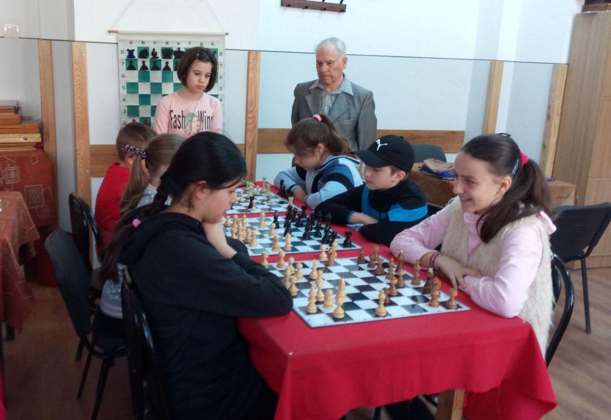 """Concursul de șah """"Cupa Primăverii"""" de la Vatra Dornei a ajuns la final"""