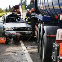FOTO. Accident mortal în Pasul Tihuța. Un mort și un rănit grav, după impactul dintre un TIR și o mașină