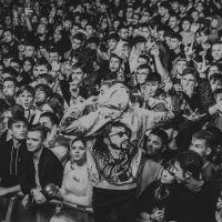 VIDEO. Mii de tineri au încins atmosfera la Hustle Music Festival, primul mare festival de muzică din Bistrița
