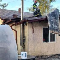 FOTO. Flăcările au cuprins o locuință și o centrală termică din municipiul Vatra Dornei