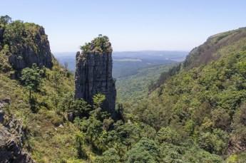 Entlang des Blyde River Canyons gibt es Sehenswürdigkeiten wie The Pinnacle zu sehen.