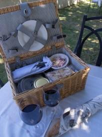Zum Winetasting in Stellenbosch gehört ein feines Picknick.