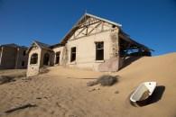 Die heutige Geisterstadt Kolmanskop wurde 1905 gegründet und bis 1930 zum Diamantenabbau benutzt.