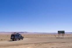 Einsame Wegweiser in der Wüste.