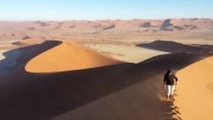 Wer die erste Spur in den Sand legt, braucht am meisten Kraft. Wir wechseln uns immer wieder ab.