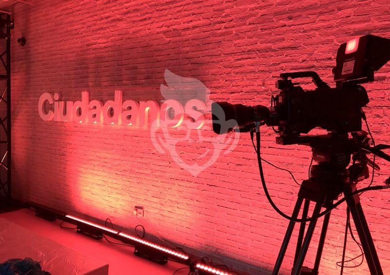 Cámara de video en evento Campaña Ciudadanos 2017