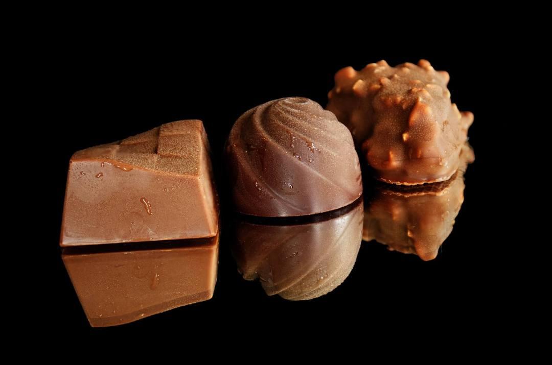 tres bombones de chocolate